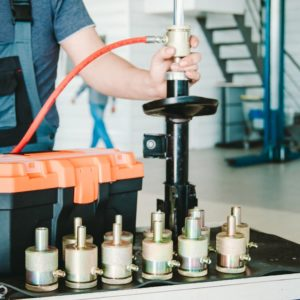 12 nozzles: equipment for repairing shock absorber struts at work